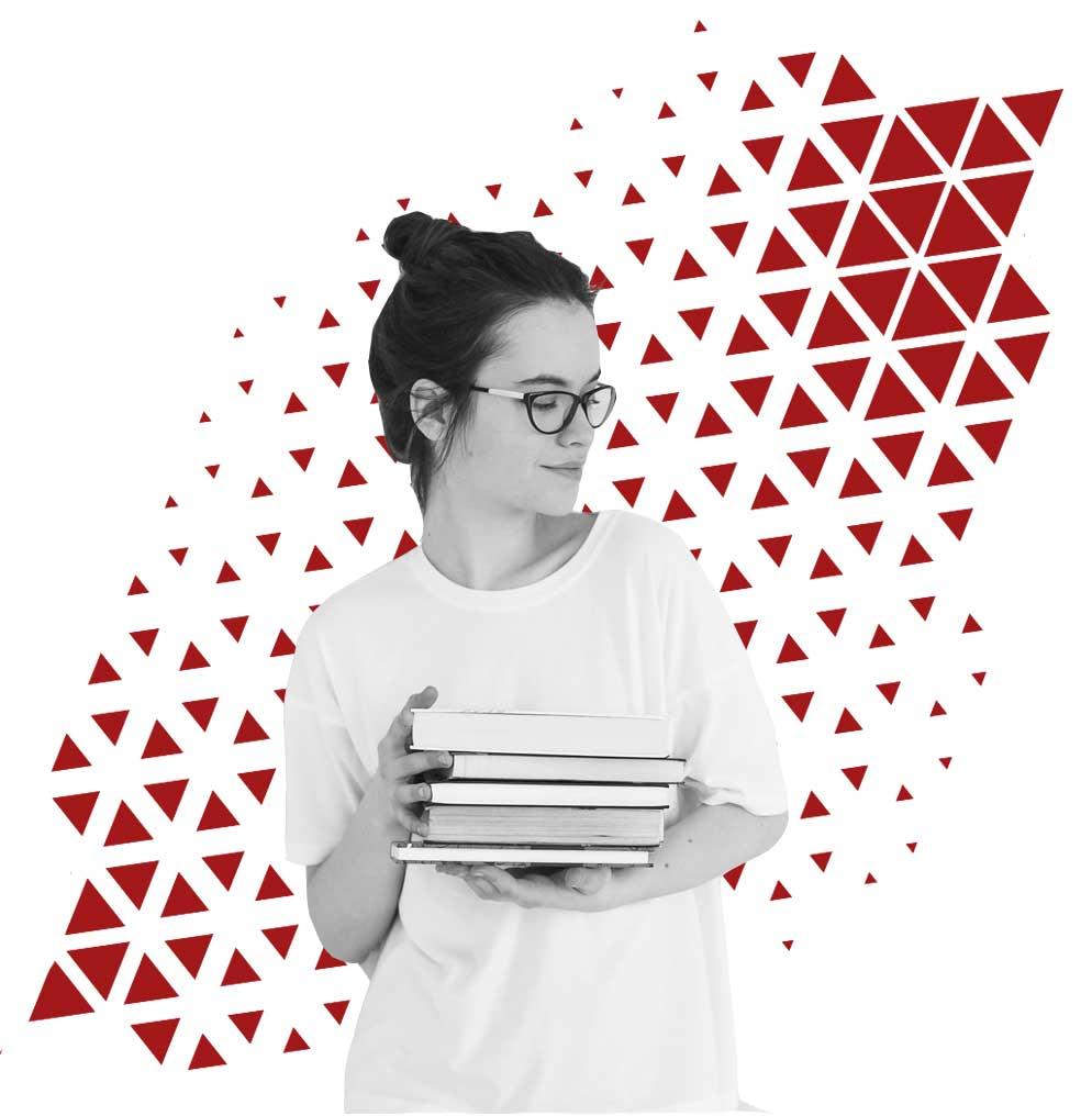 Foto de una chica sosteniendo libros